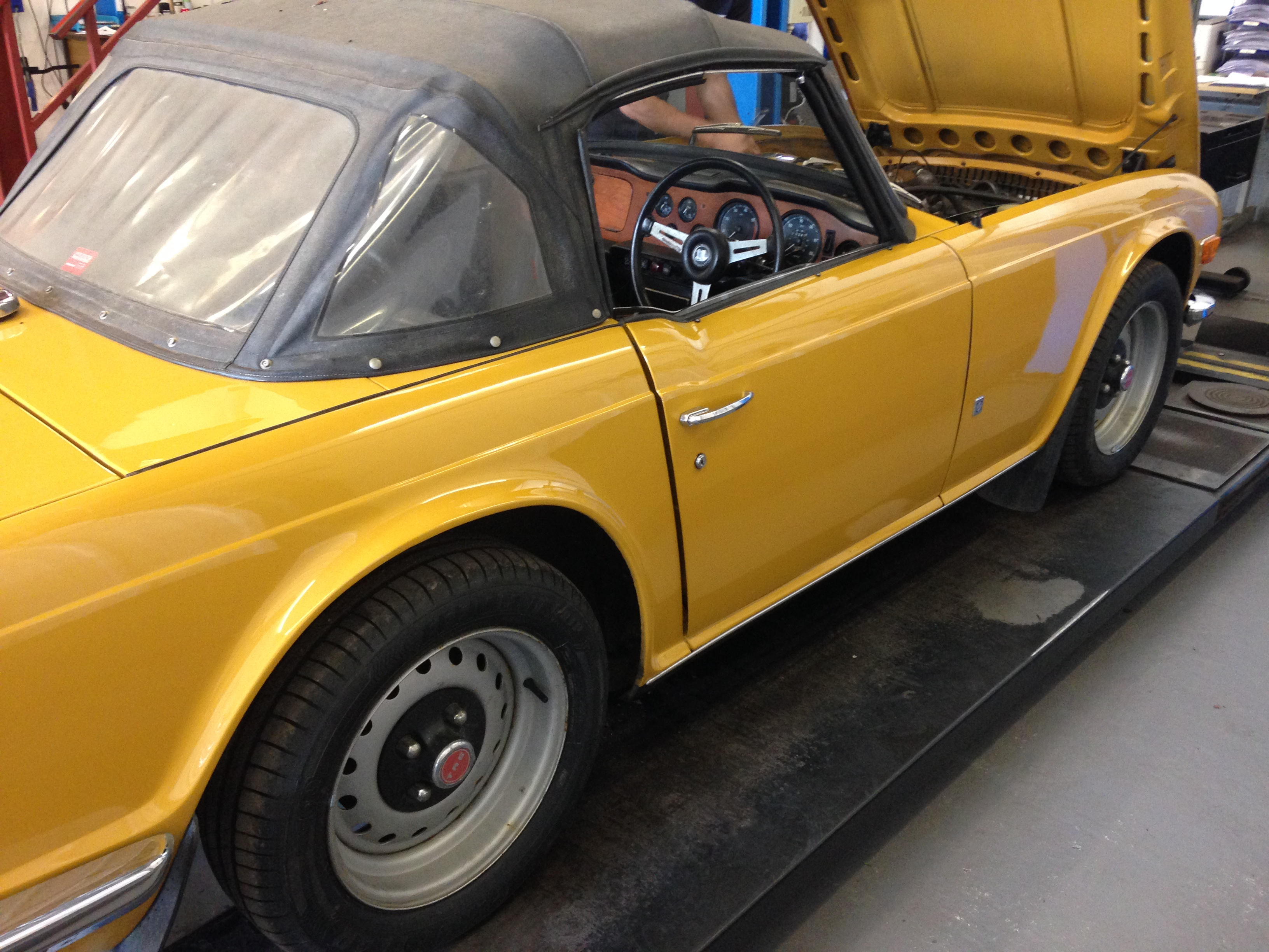 1972 Triumph TR6 Roadster - Country Classic Cars