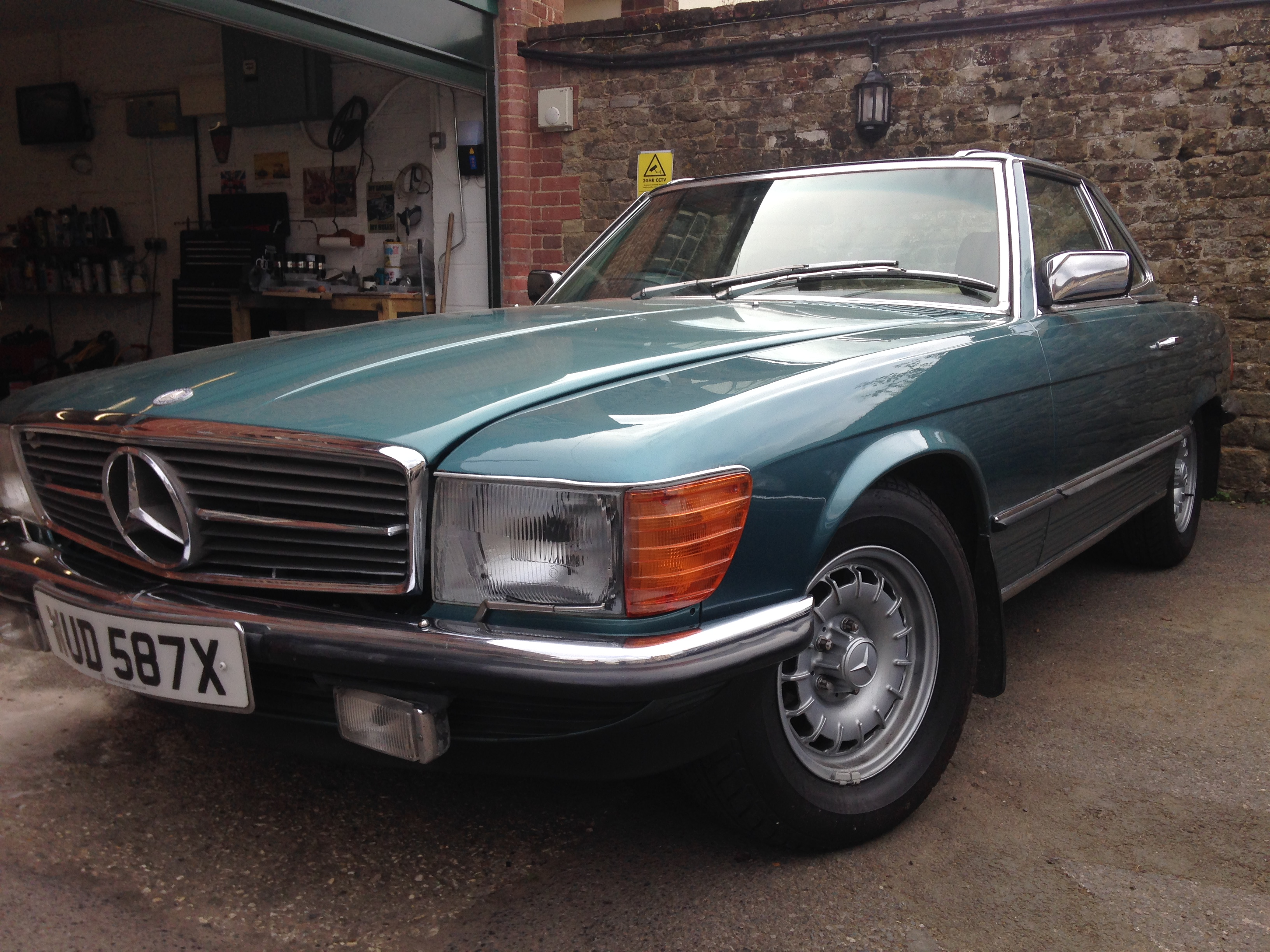 1982 Mercedes Benz 500SL - Country Classic Cars